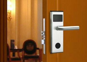 HOTEL DOOR LOCKS & KEY CARDS: WHAT TO KNOW